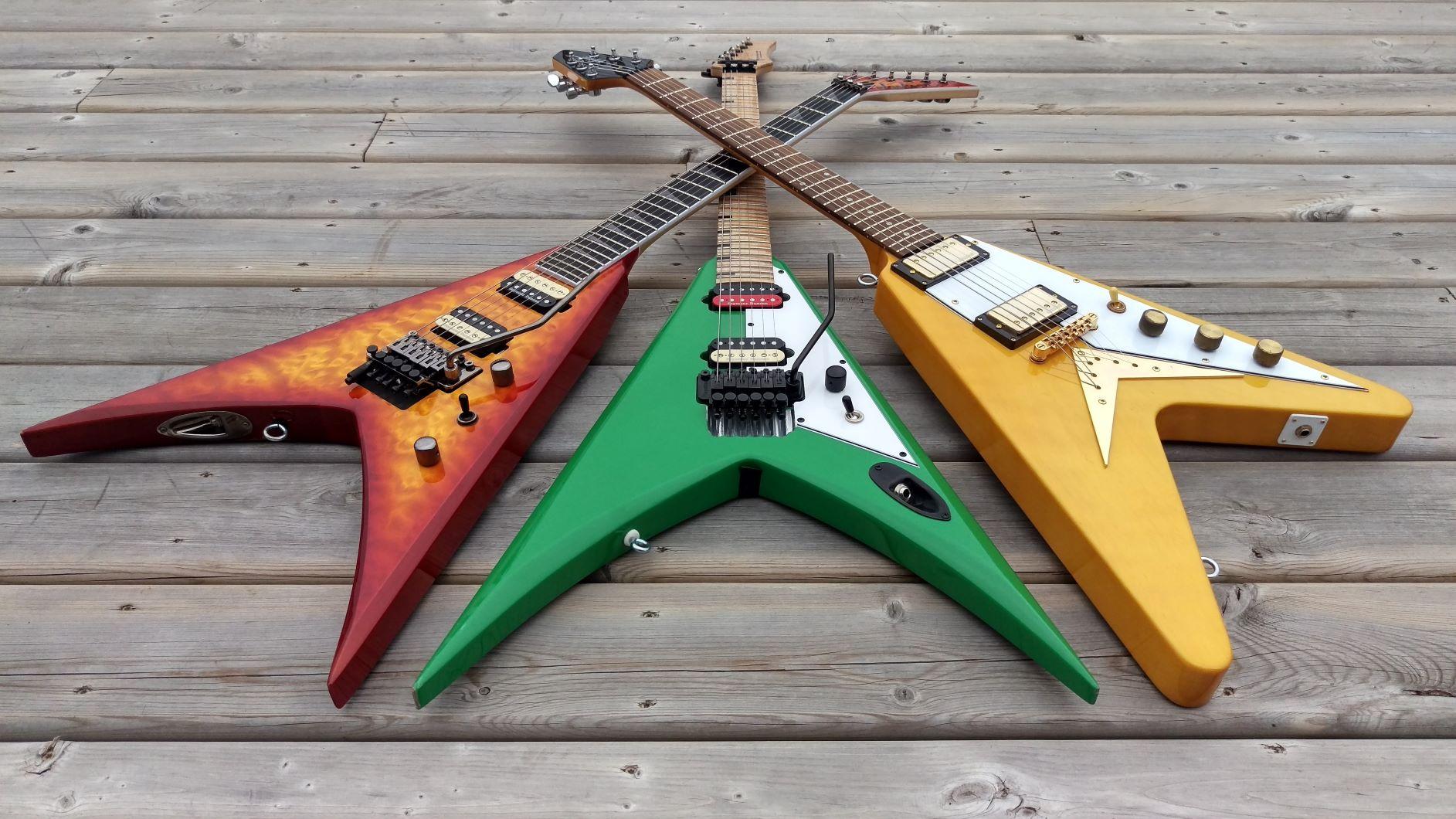Trois guitares électriques avec un beau vernis bien entrenu