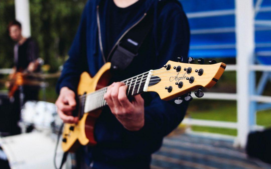 Qu'est-ce qu'une guitare multi-diapason ?